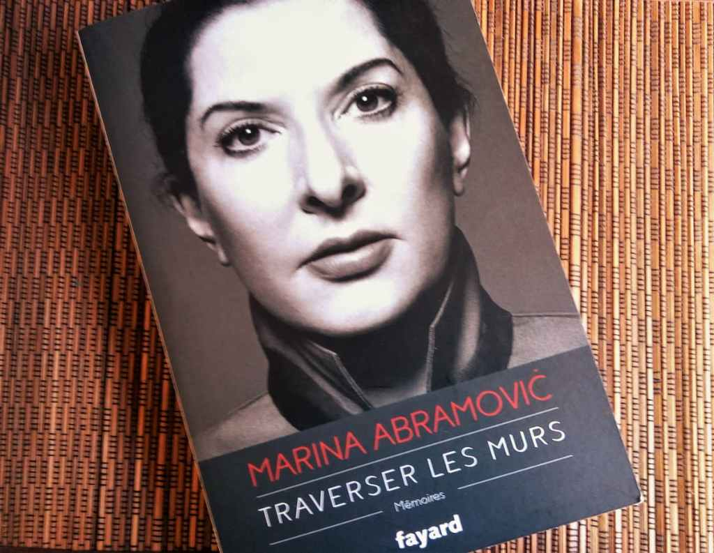 Livre 'Traverser les murs' de Marina Abramovic éditions Fayard